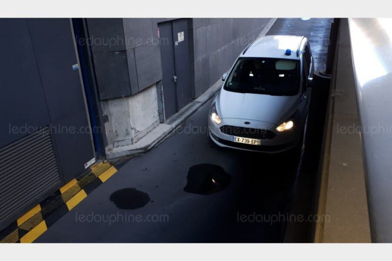 Nordahl Lelandais vient d'arriver au palais de justice de Grenoble. Photo Le DL