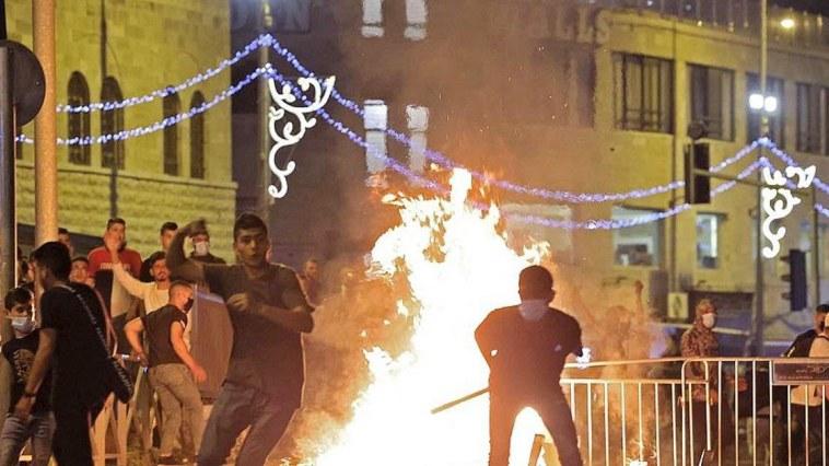 de nouveaux heurts entre Palestiniens et policiers israéliens font plus de 50 blessés