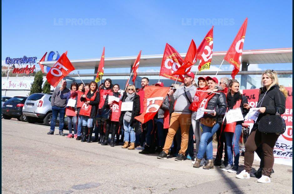 90% des salariés du Carrefour Market de Rive-de-Gier étaient en grève, samedi 31mars. Photo Mathilde DELACROIX