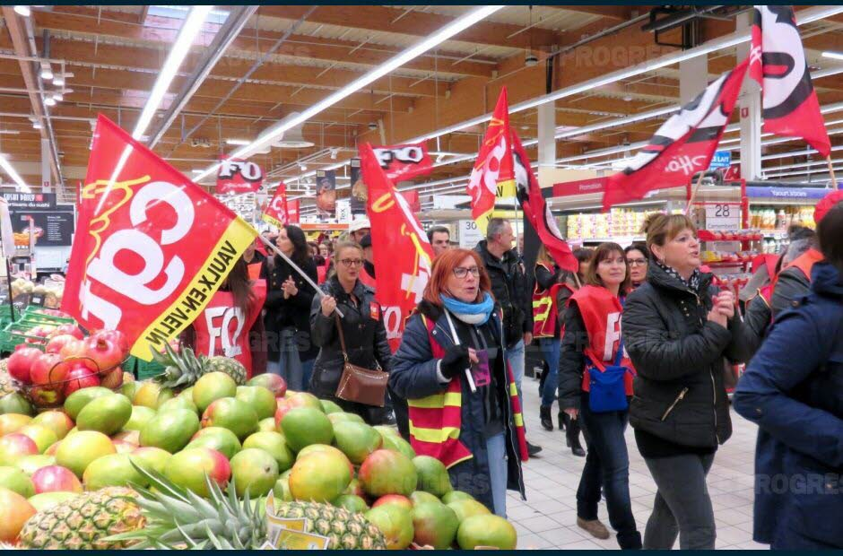 Un défilé applaudi par les clients. Photo Monique Desgouttes-Rouby