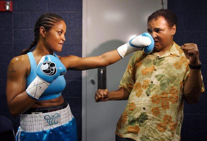 USA: La fille de Mohamed Ali blesse grièvement un homme