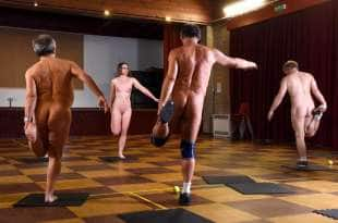 stretching nudi