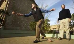 john phillips gioca a bocce a borgo finocchieto