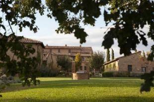 eduta di Borgo Finocchieto a Bibbiano view of the borgo s square