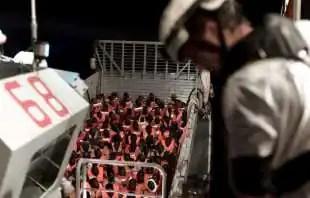 i migranti salvati e poi trasferiti sulla aquarius