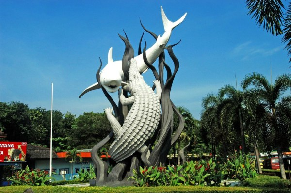 patung hiu dan buaya surabaya
