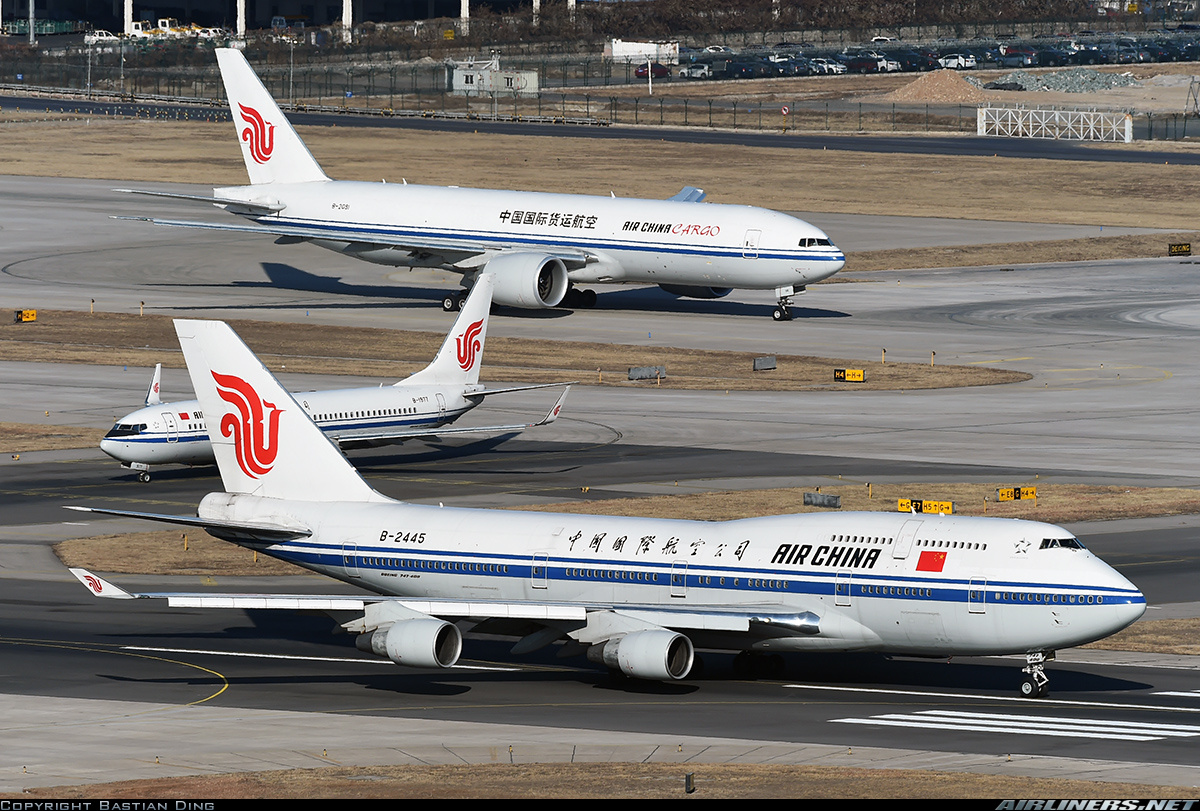 Boeing 747-4J6 aircraft picture