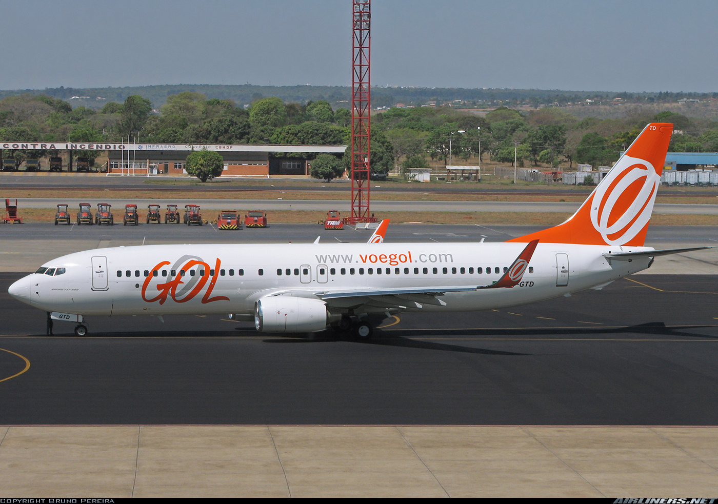 Boeing 737-8EH aircraft picture