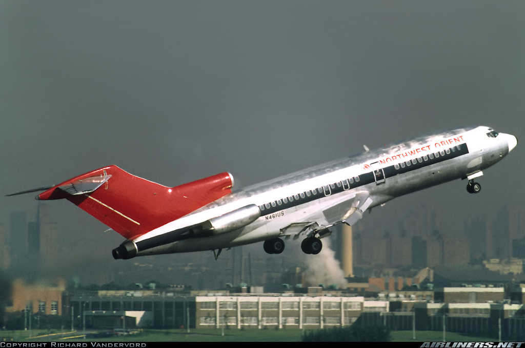 Northwests Boeing 727s were a familiar sight in Winnipeg from the late 60s until well into the 90s. (© Richard Vandervord)