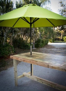 DIY Pallet Umbrella Table     101 Pallets reclaimed pallet umbrella table