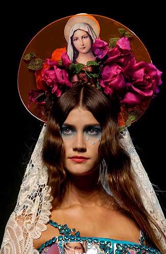 Resultado de imagen para mujeres modelos como virgenes