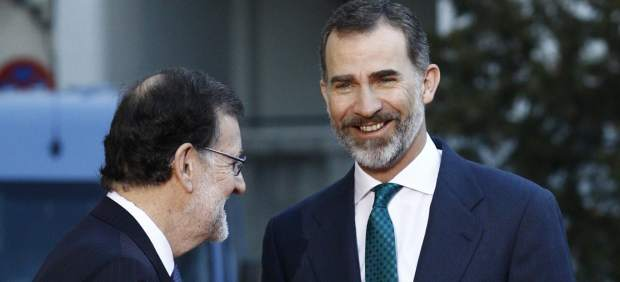 El Rey Felipe con Rajoy a su llegada a la Conferencia de Presidentes