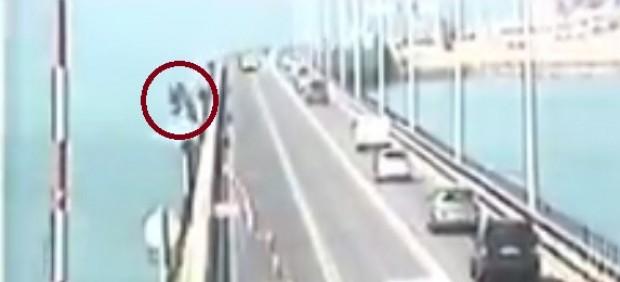 Camión cae al mar en Cádiz