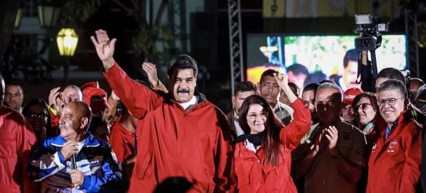 Nicolás Maduro junto a su esposa Cilia Flores