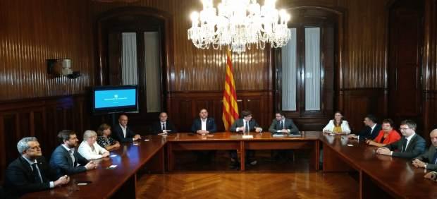 El Govern de la Generalitat en pleno firma la convocatoria del 1-O