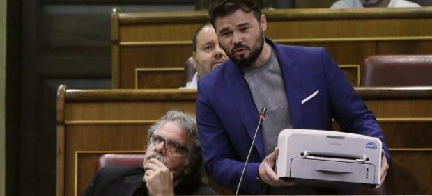 """Rufián muestra su """"humilde Samsung republicana"""""""