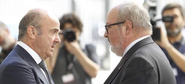 Luis de Guindos y Joan Capdevila en el Congreso