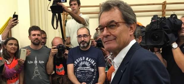 Artur Mas vota en el plebiscito del 1-O