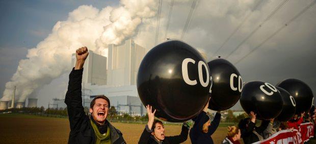 Protesta ante una central eléctrica
