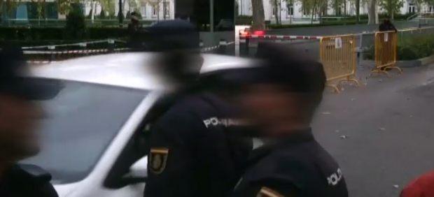 Tres policías se mofan de Junqueras