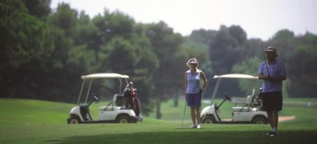 Golf turismo deporte práctica málaga costa del sol verde cesped segmento turismo