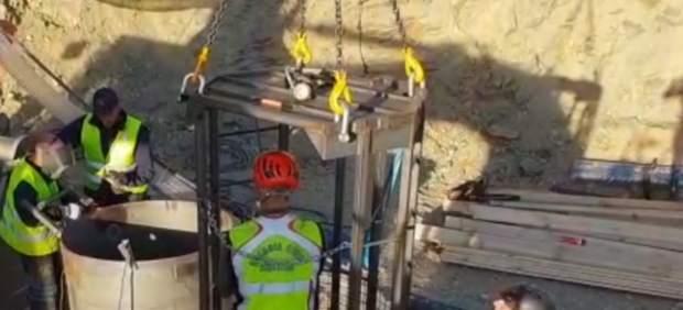 Agentes de la Guardia Civil trabajan en el pozo de Totalán (Málaga) para rescatar a Julen