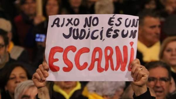 Manifestación en la plaza Catalunya por el inicio del juicio del procés