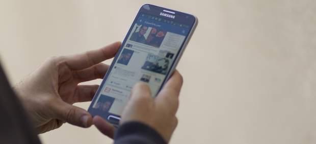 Facebook en un teléfono móvil
