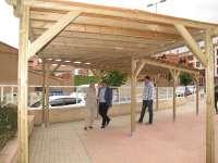 El Ayuntamiento de Teruel instala una pérgola de estilo rústico en la Plaza del Labrador