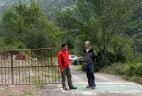 El camino de Santa Elena y su entorno, en Biescas, mejorado con un nuevo paso canadiense