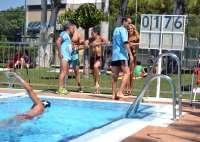 Los alfindeños se lanzan a la piscina para ayudar a los enfermos de esclerosis múltiple