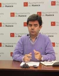 Luis Felipe (PSOE) se compromete a no externalizar servicios esenciales en la ciudad de Huesca