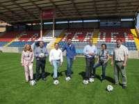 Blasco (PP) anuncia un nuevo campo de fútbol artificial y una nueva piscina climatizada en Teruel