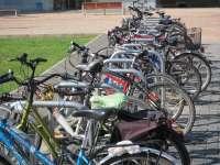 Pedalea entrega al Ayuntamiento una propuesta con 50 ubicaciones donde colocar aparcabicis