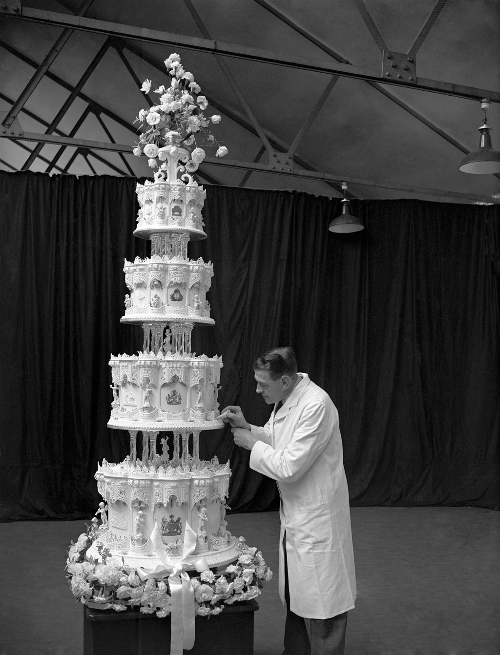 queen elizabeth ii and prince philip 1947 the four tier cake
