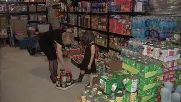Local mom, daughter start 20,000 pound food drive