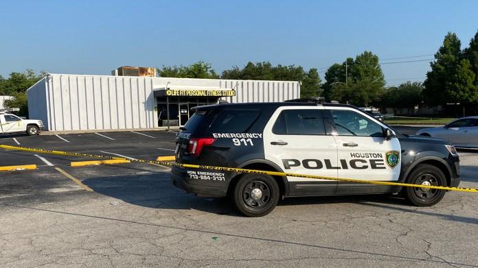 Woman shot and killed outside southeast Houston gym