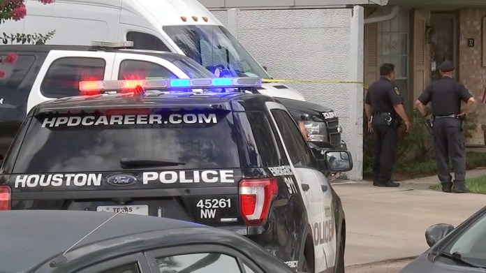 Mother and daughter killed, officers shoot live-in boyfriend at West Houston apartment