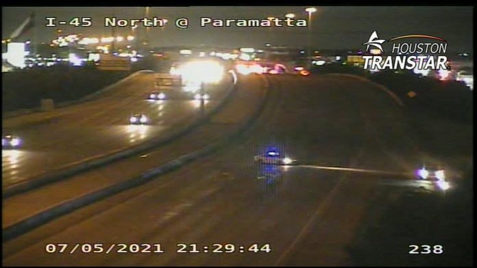 Teen hit after jumping out of car on I-45 in north Harris County, sheriff says