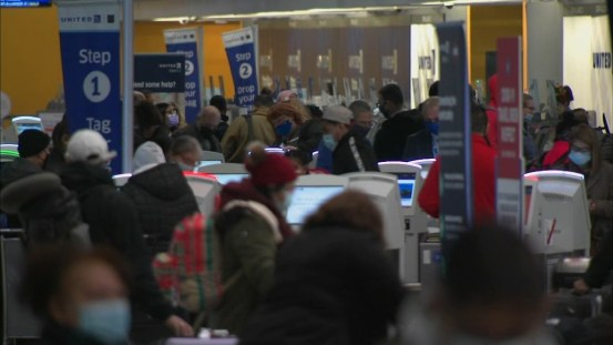COVID 19 Chicago: O'Hare swarms with holiday travelers before Christmas 2020, despite the coronavirus pandemic