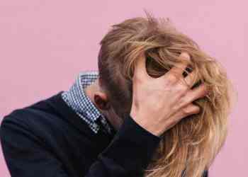 Irritated with white flakes pestering your dark-hued outfit? Here are tips on how you could deal with dandruff