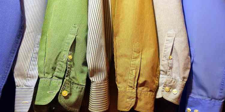 Different colors of dress shirts fit different dress codes (Image Credits: MikesPhotos / Pixabay)