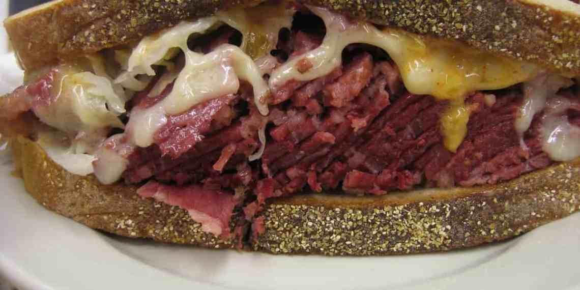 Reuben sandwich from Katz's delicatessen (Image Credits: Ernesto Andrade / Flickr / Wikimedia Commons)