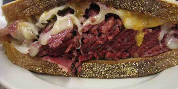 Reuben sandwich from Katz's delicatessen (Image Credits: Ernesto Andrade / Flickr / Wikimedia Commons)