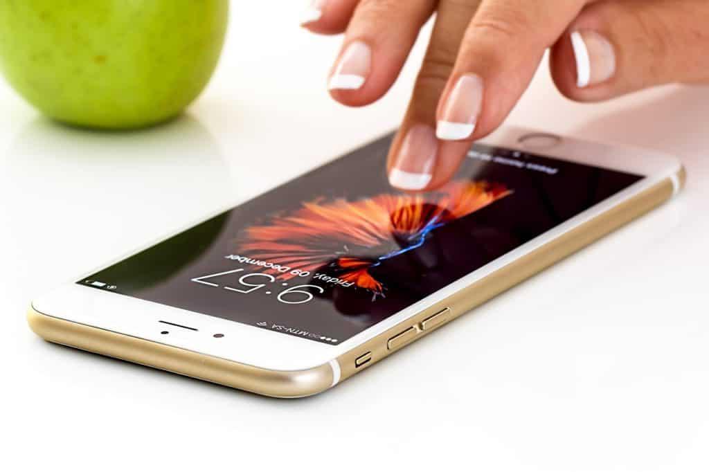 Smartphone with its screen lock turned on (Image Credits: stevepb / Pixabay)