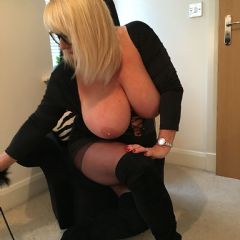 Wayward Wife **Crewe Luxury Apartment** North West CW1 British Escort