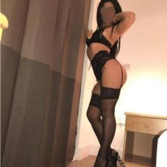 Fatty Red_Lips High Wycombe South East HP13 British Escort