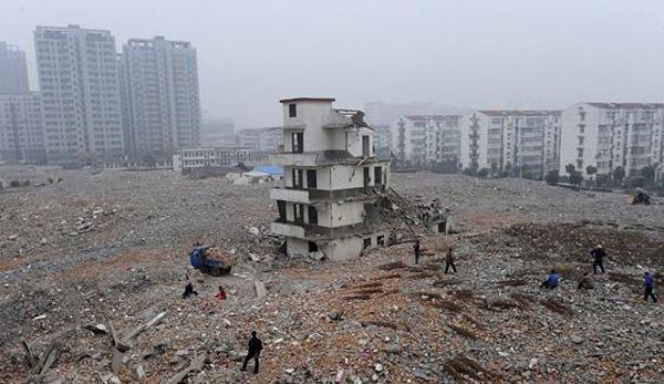 بالصور: هذا ما يحدث عندما يرفض أصحاب المنازل في الصين التخلي عنها