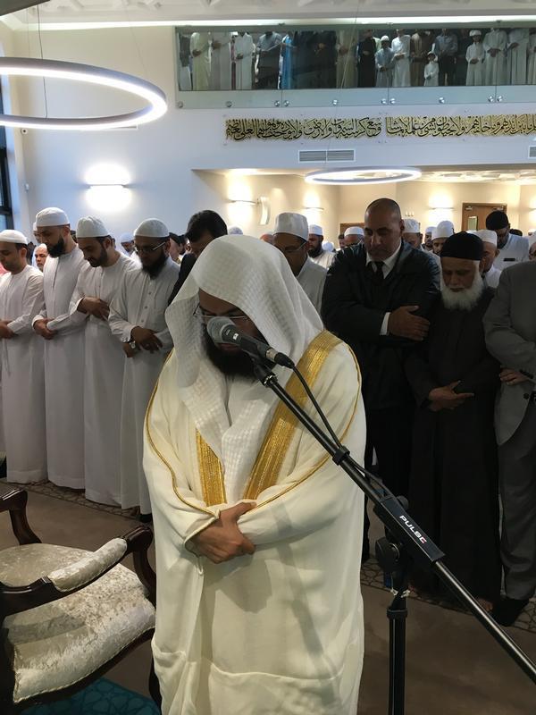 الشيخ السديس يفتتح مسجداً ومدرسة ببريطانيا