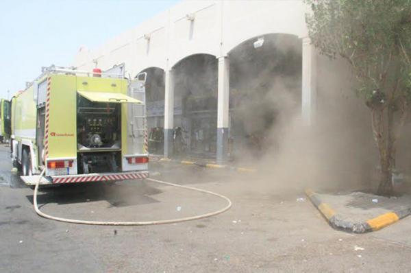 بالصور.. الدفاع المدني بمكة يسيطر على حريق في أحد مستودعات الأغذية